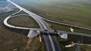 Федеральные трассы в России к 2024 году оснастят системами разделения транспортных потоков